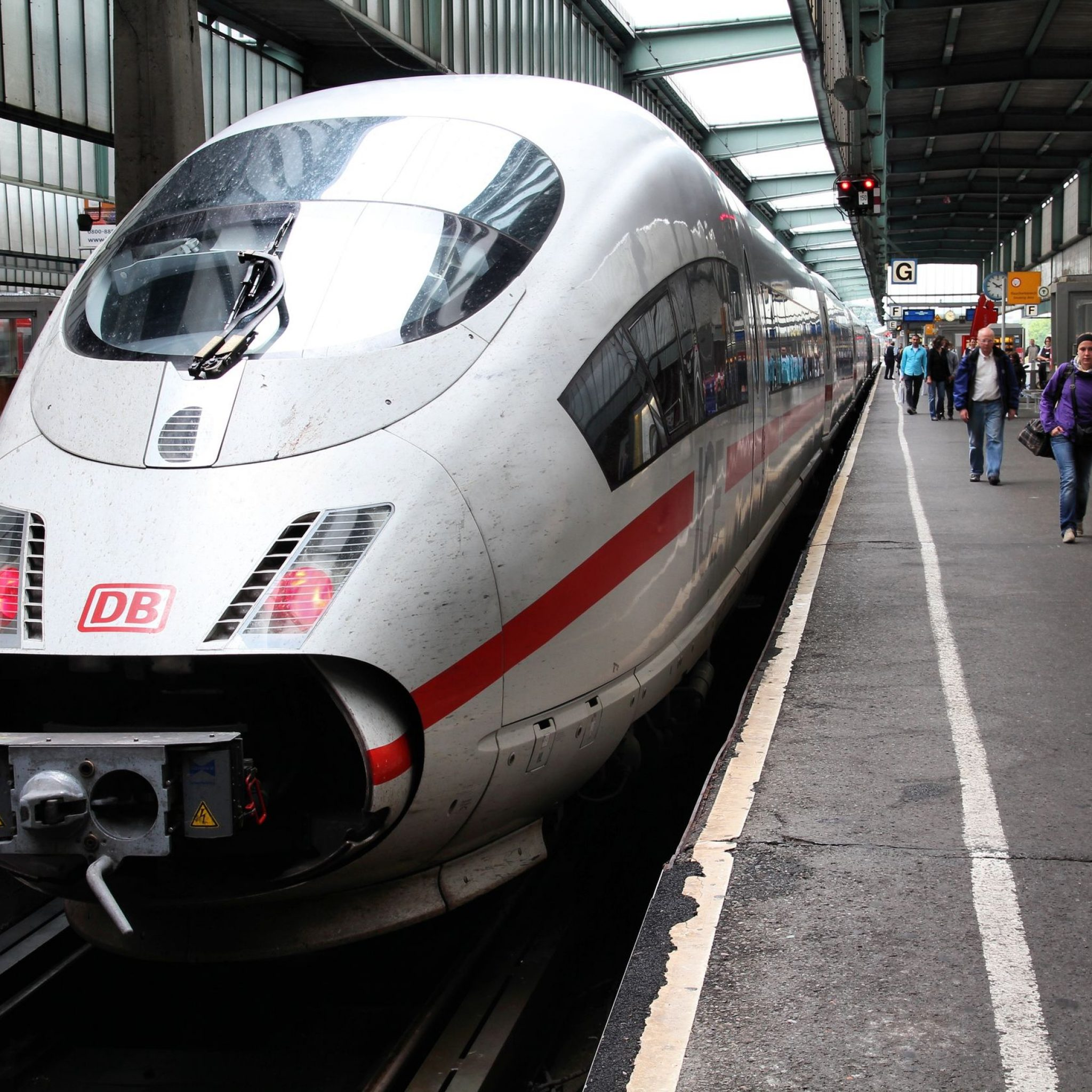 Case study: Siemens reduces train failures with Teradata Aster